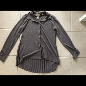 Gray button up long sleeve with pleats in the back
